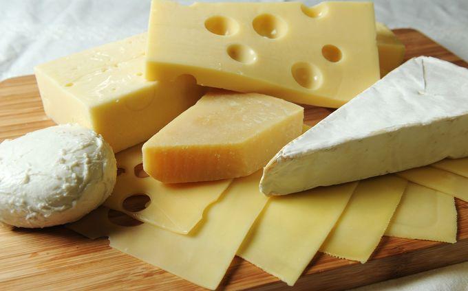 胸を大きくする方法としてのたんぱく質はチーズも有効